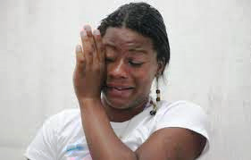 mulher presa, pote de manteiga, ELA