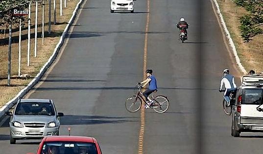 dilma pedalando